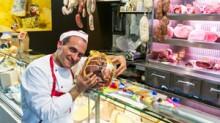 Vittorio Valenta al Banco 29 con prosciutto di Parma. Foto Paolo Migliavacca