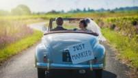 Nella foto sposi in partenza per la luna di miele.